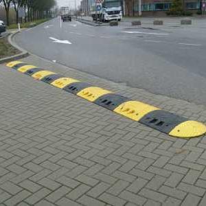 Verkeersdrempel geel-zwart