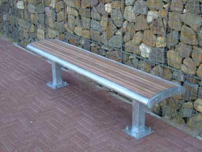 Bank Mercure met houten zittingdelen