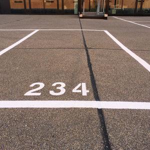 cijfers op parkeerterreinen